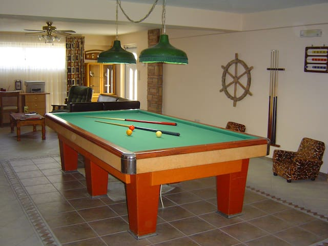 VILLA WITH BILLIARD, NEXT TO THE BEACH