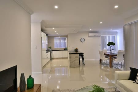 TRENDY HOME CLOSE TO CITY & SWAN VALLEY