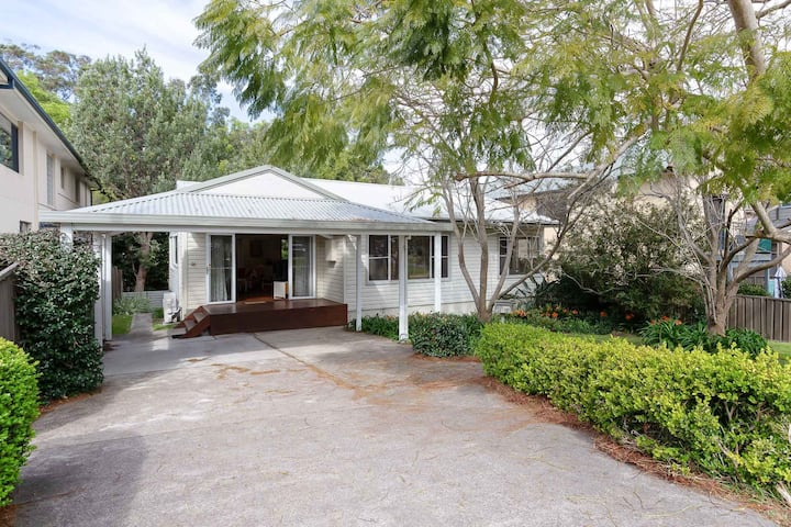 Dutchies Haven, 11 Christmas Bush Ave - Air Con, large enclosed yard, 2 minute walk to Dutchies