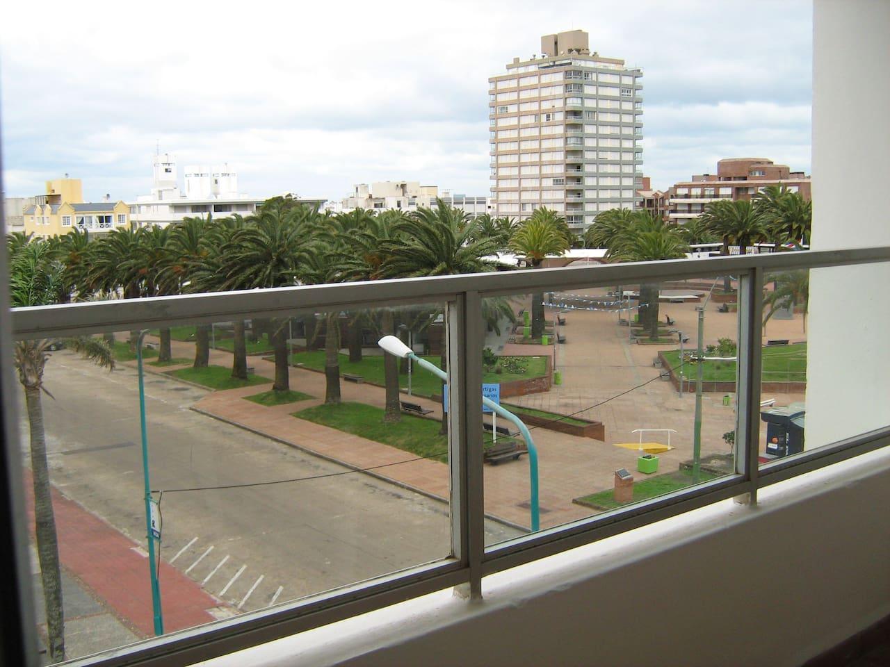 Terraza para la calle Gorlero.