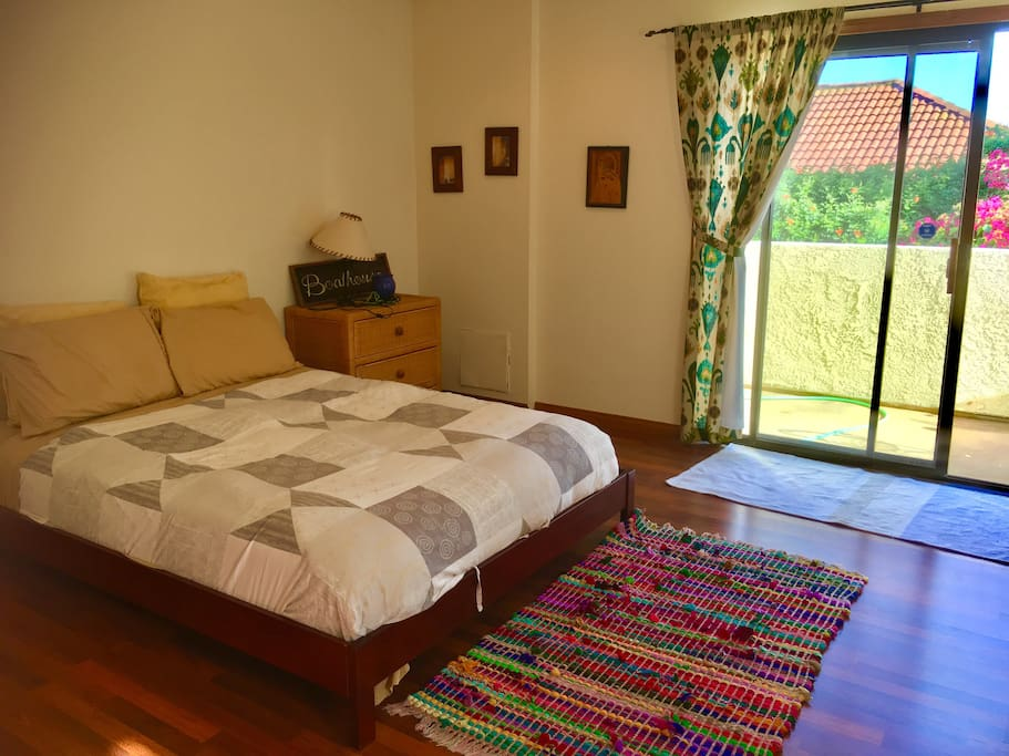 400 sqft  sunny room with private balcony