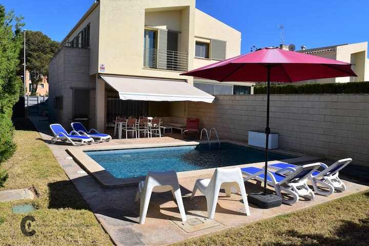 Beautiful house with private pool in Puig de Ros
