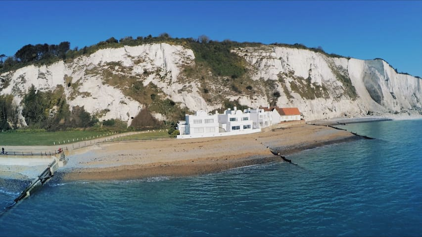 Stunning, famous seaside location - St Margarets Bay - House