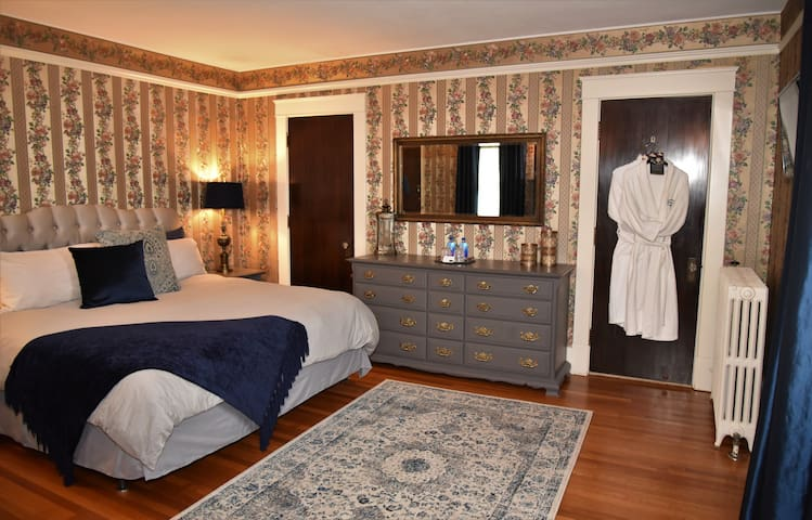 Herkimer Bed&Breakfast Near Cooperstown- King Bed