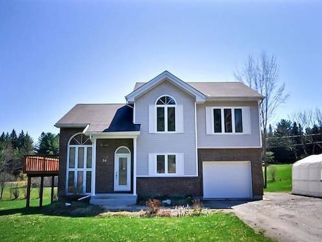 3 bedrooms available in house