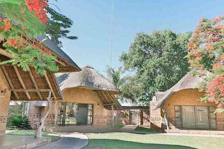 Tshukudiba Luxury Lodge Chalet 1