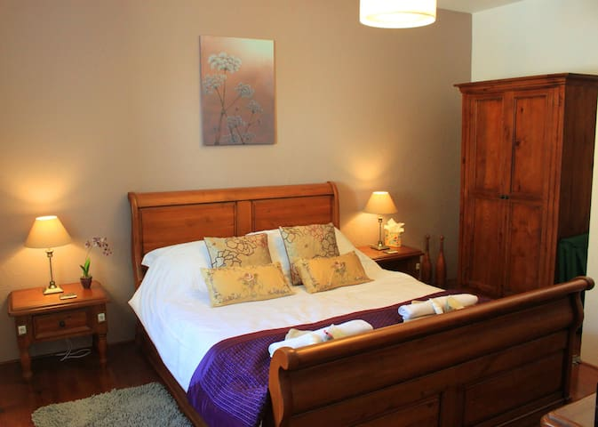 Orchid Barn luxury gite sleeps 2 adults & 1 child - Langoëlan - Hus