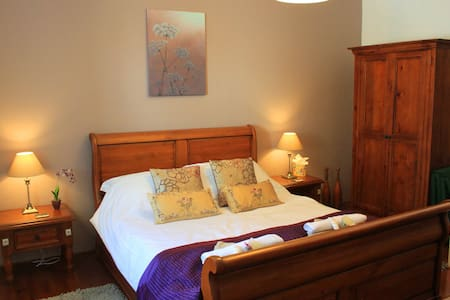Orchid Barn luxury gite sleeps 2 adults & 1 child - Langoëlan - Haus