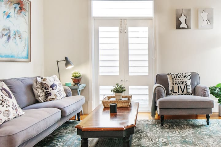 Charming, Bright Cottage in East Prahran
