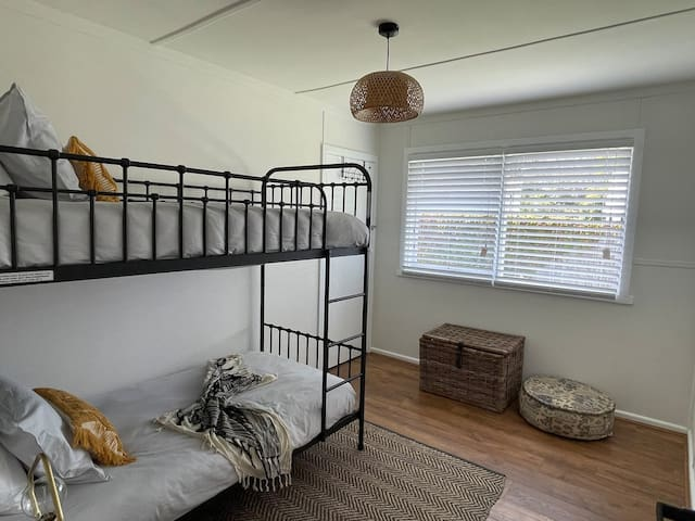 Single bunk bed for 2 guests
