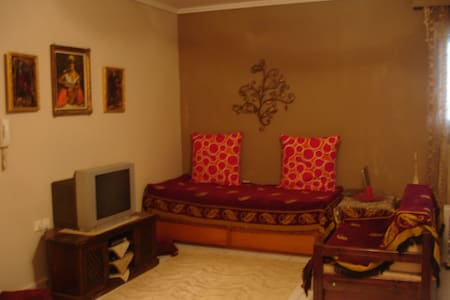 qute and warm appartment in pefka - Polichni - Daire
