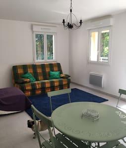 Appartement (T2) très calme - Villedieu-les-Poêles - Lejlighed
