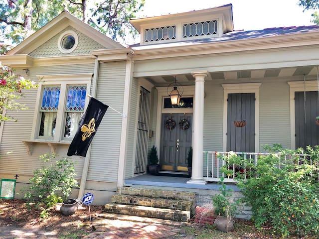 A lil Nola Guesthouse