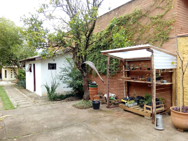 Hospedaria O Quintal Sem Fim - um sítio na cidade