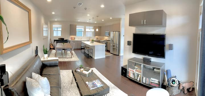 Modern Corner Townhome w/Rooftop Next to City Park