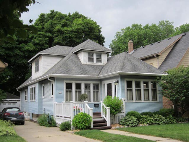 East Tosa bungalow close to the heart of it all!
