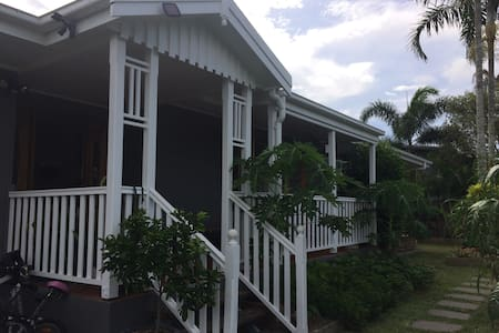Tropical Getaway close to city centre - Westcourt - House