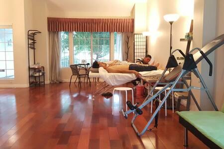 4特价,特大高档别墅,花园果树很多空气清新,雅房两张双人床可住4人 - Walnut - Villa