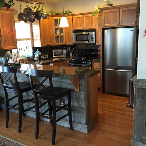 Adventure awaits in Eagle, Colorado! - Eagle - Townhouse