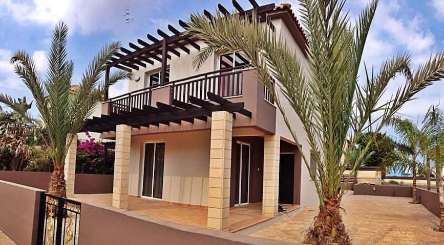 Sweet Memories Beach Villa, with private pool