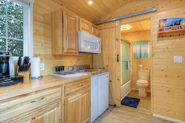 D - Enjoy cabin feels minutes from town