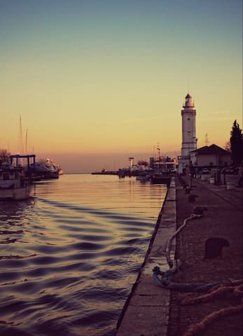 Rimini, gusta il suo ritmo,  tastes its rhythm.