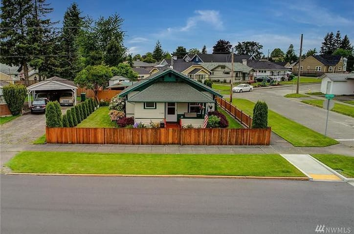 Charming Private Home, Downtown Enumclaw