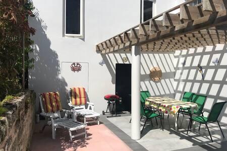 Mafalda Quiet 2 bedroom, paget, nice outdoor space