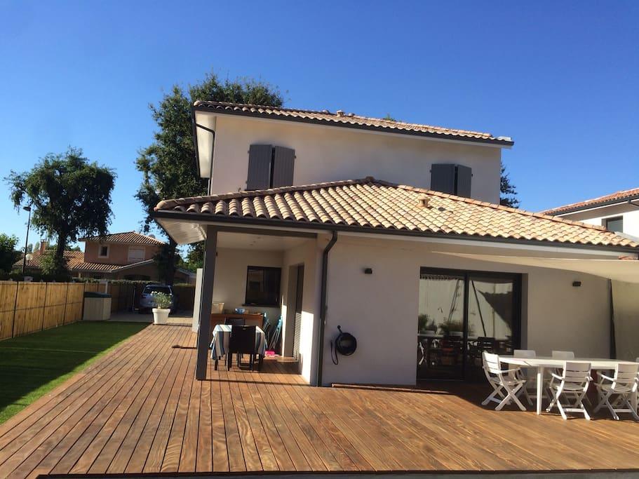Villa avec piscine sur le bassin d 39 arcachon villas for Piscine la teste de buch