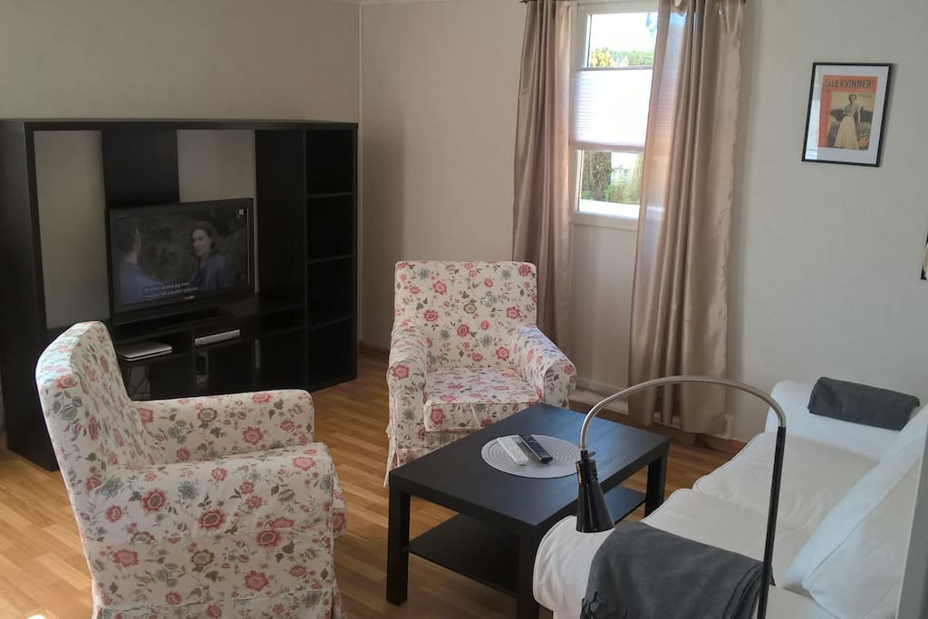Livingroom with sofa, chairs, table, canal-digital tv and wi-fi