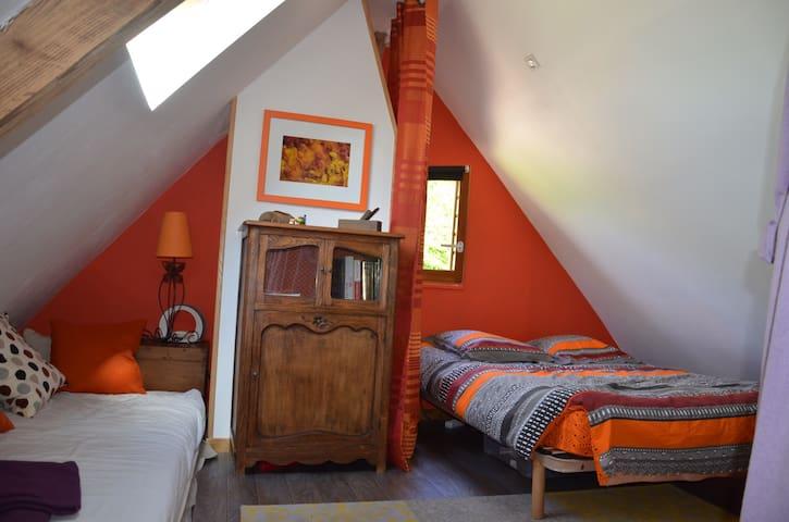 Chambre dans ancien pressoir - Epaignes  - Casa