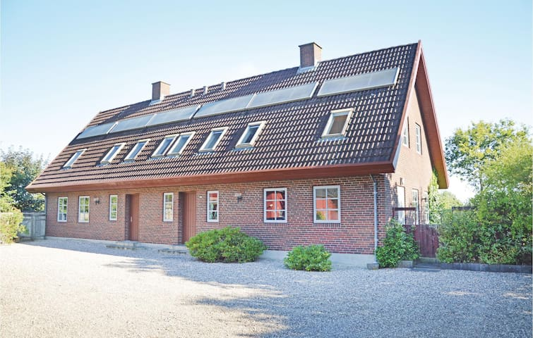 Holiday cottage with 5 bedrooms on 335m² in Ansager