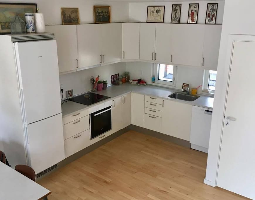 The kitchen-dining/livingroom area