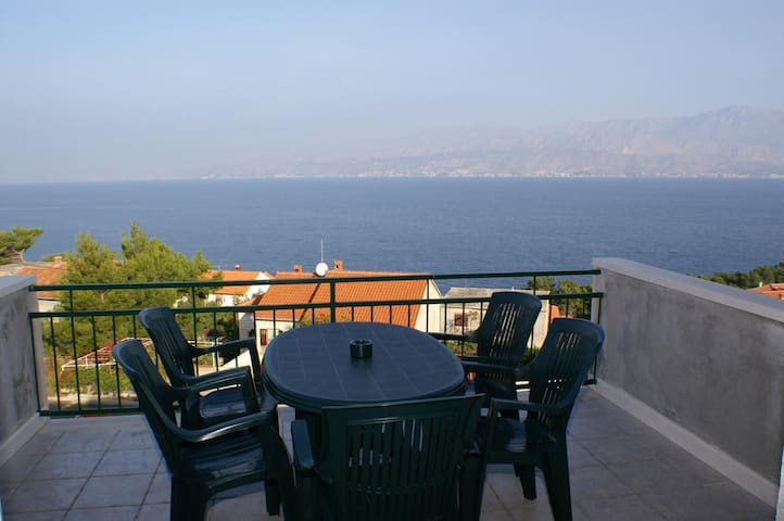 One bedroom apartment with terrace and sea view Postira (Brač) (A-2911-a)