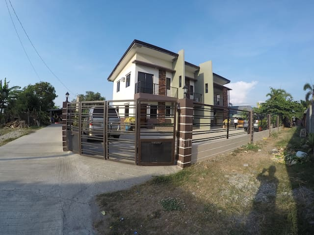 Lorlim Apartment and Transient Vacation House (B) - Bantay - Leilighet