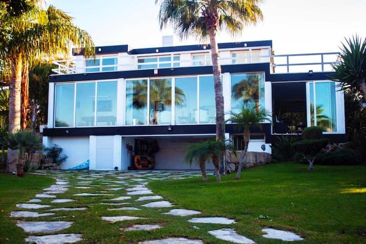 Villa deluxe, Sleeps 8, luxury Villa,amazing views
