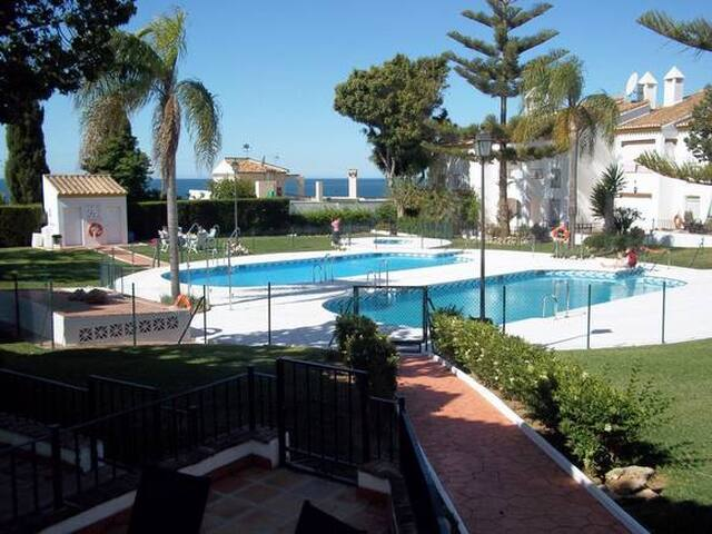Large semi-detached villa with pool - Caleta de Vélez - Hus