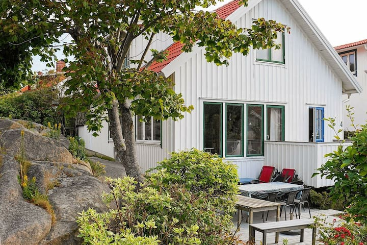 6 person holiday home in HUNNEBOSTRAND
