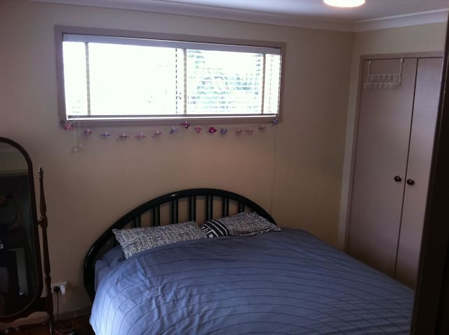 Master Bedroom with King Bed - Brookvale - Casa