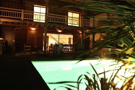 Très belle villa en bois de 175m2 - ブルージュ - 別荘