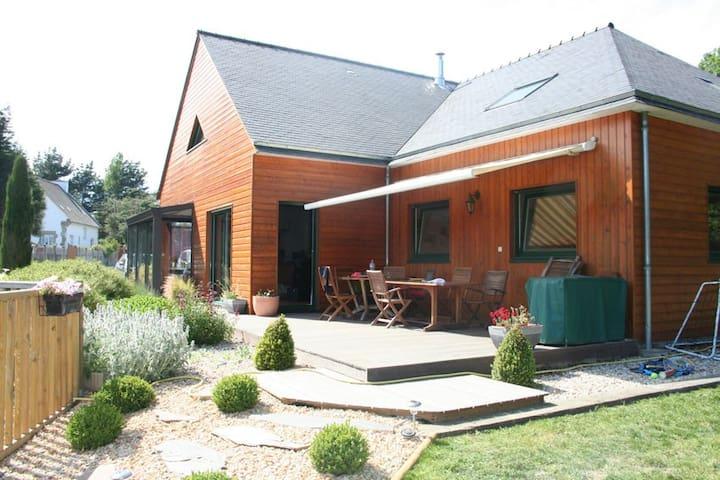 Maison bois avec piscine chauffée - Bobital - Rumah