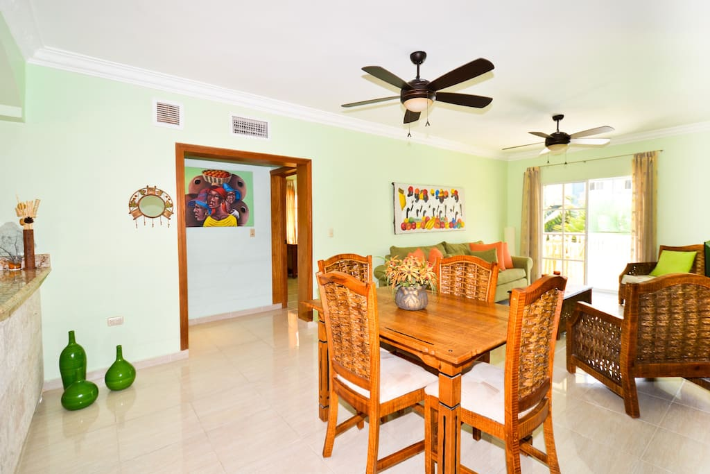 Spacious dining, living room