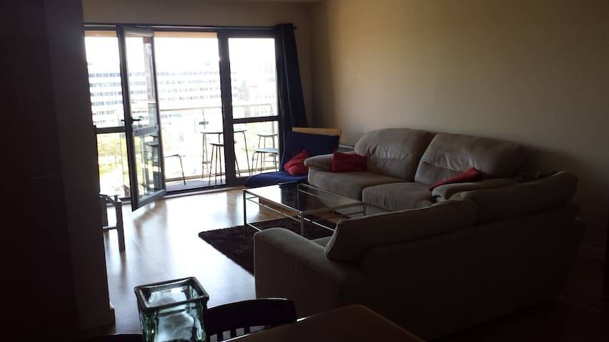 Large 2 bedroom Apt with parking, Gorgeous view - Liverpool - Appartement