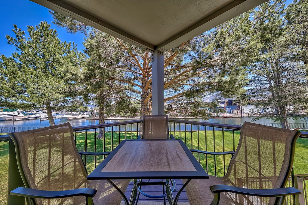Take your morning coffee out on this mid-level deck and watch the boats flow by, or listen for summer outdoor concerts across the way