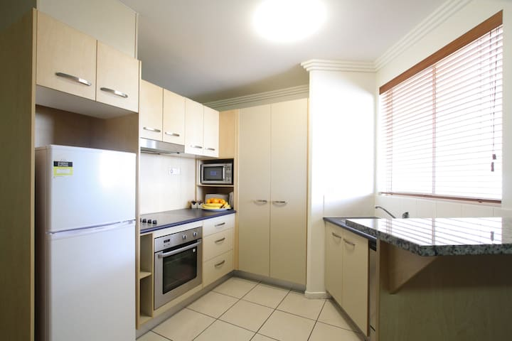 Caloundra Central Apartments (No cleaning fee)