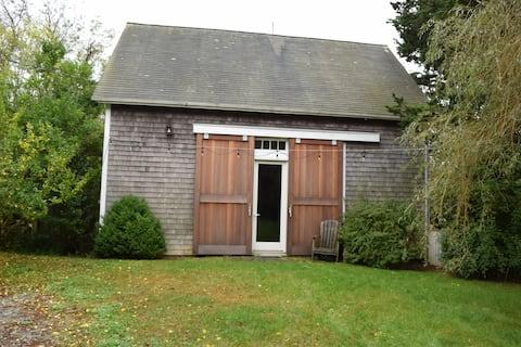 Beautifully Renovated 1800s Chilmark Barn