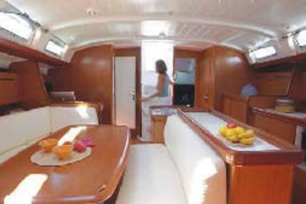 Spaziose cabine doppie in centro barche in affitto a for Branson condomini e cabine in affitto