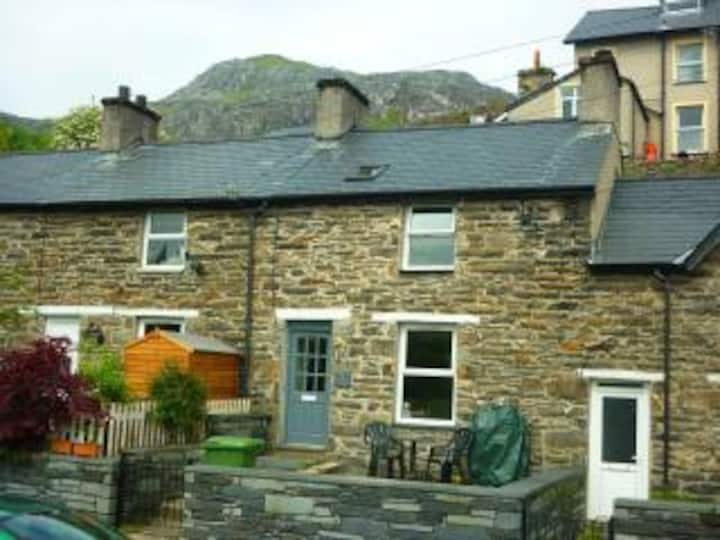 Moelwyn Cottage - Cosy miners cottage sleeps 2-4