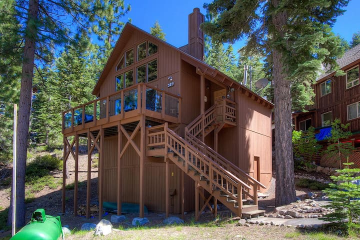 Pet Friendly Cute Cabin Located in Meeks Bay with a Partial Lakeview - Tahoma - Kulübe