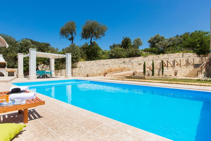 Luxury Villa Rosso Karrubo with enormous pool! - Rethymno - วิลล่า